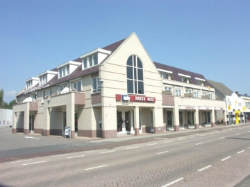 Showroom met 10 appartementen in Best